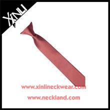 Magnifique cravate à pince en polyester uni
