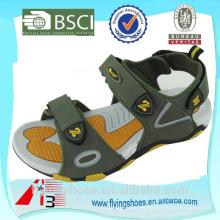 La marca de fábrica amarilla de la alta calidad se divierte sandalias de lujo de las sandalias