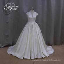 Elegante cuentas raso una línea de boda vestido