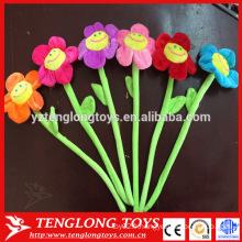 La vente en gros de fleurs de peluche souriante en plein air dans l'échantillon en vrac est gratuite