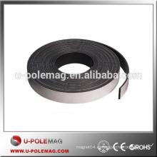 Imán de caucho de banda magnética fuerte de alto rendimiento con adhesivo