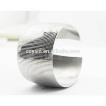Personalizado em aço inoxidável em branco 40 milímetros Wide Cuff Fashion Lady Bracelet