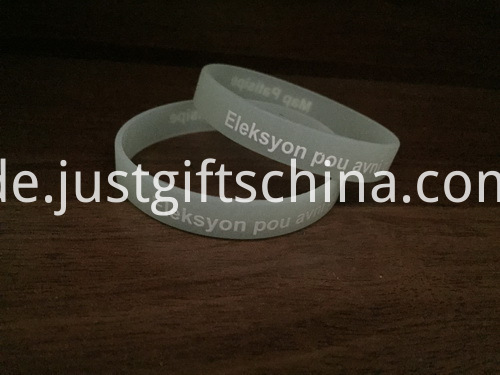Custom Glow In The Dark Silicone Wristbands - 202mmx12mmx2mm (2)