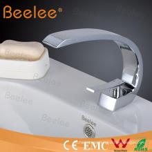 Nuevo diseño cromado agua fría caliente mezclador Tap Ql14014