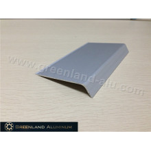Borda da telha de prata no perfil de alumínio