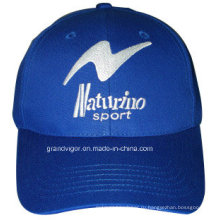 Женская спортивная шапка с ремешком на липучке