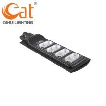 Упаковка много светодиодных уличных фонарей на солнечных батареях