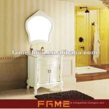 Vaidade de banheiro de madeira clássica