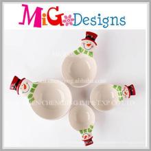 Satz von vier Weihnachtsgeschenk-keramischen Schneemann-Schüsseln