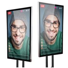 Экран мобильного телефона с проектором для знаменитостей в Интернете