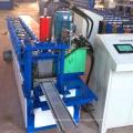 El equipo de procesamiento de metal de la puerta del obturador rodante / el panel incombustible de la puerta del obturador ruedan formmachine con la prensa de perforación