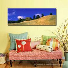 Декоративная картина с изображением холма с холстом