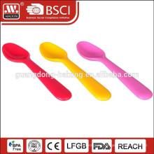 cuchara desechable de plástico