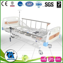 Newest low price 3 function hospital bed with castors