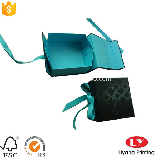 folding box with magnet