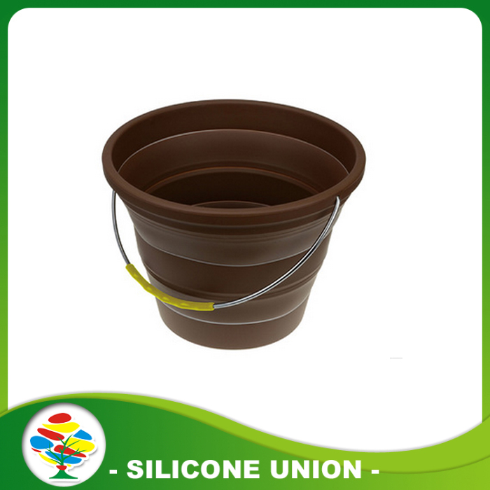 brown silicone folding bucket