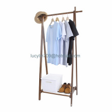 Roupa de madeira do suporte do revestimento que pendura a cremalheira do vestuário com o organizador do corredor da prateleira do armazenamento