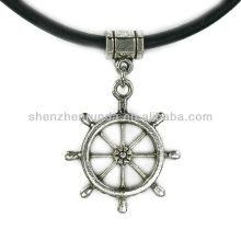 Großhandelsart- und weisecharme-Schiffs-Rad-griechische lederne Halskette für Frauen
