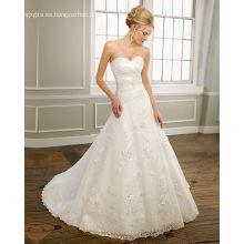 Una línea de novia sin tirantes satén organza encaje tren capilla rebordear vestido de novia con volantes