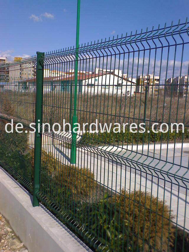 curvy welded mesh fence