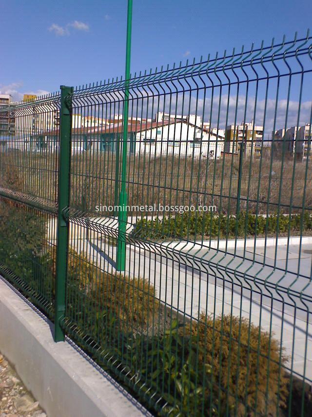 curvy welded mesh fence