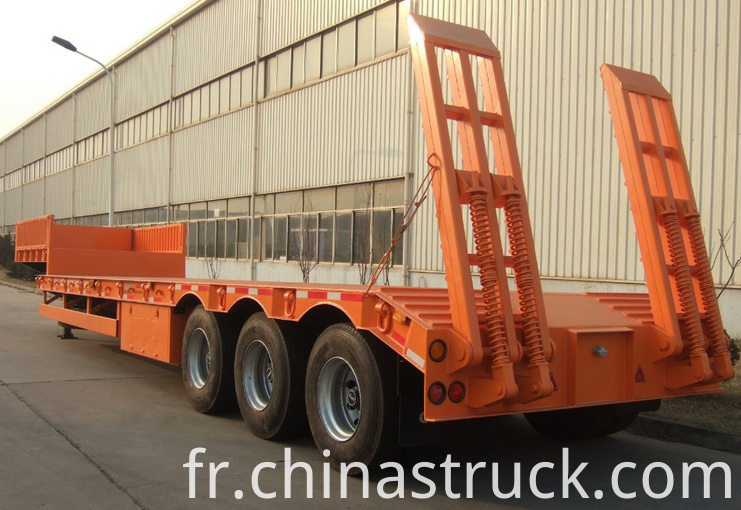 3 axle 60Ton gooseneck low bed trailer pictures