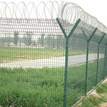 Y образный забор с колючей проволокой