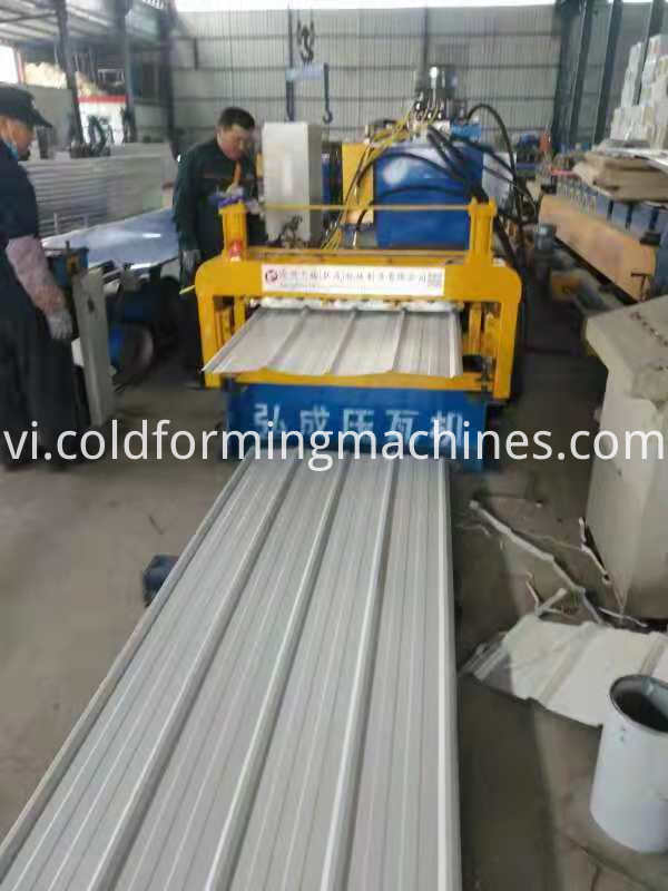 Double deck roofing machine