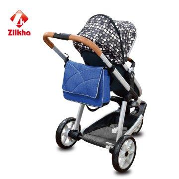 Cochecito de bebé con mamá bolsa