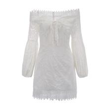 Vestido feminino bordado com manga comprida e ombro fora de renda
