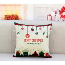 O coxim bordado feito a mão do Feliz Natal cobre o moq baixo nas tampas de coxim da arte