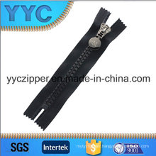 Plastic Zipper with High Quality, Fashion Design, Customized, Yyc