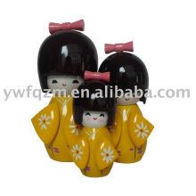 Muñeca japonesa de madera