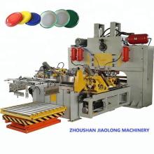 Máquina para fabricar tapas de metal con rosca / tapa giratoria