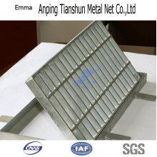 Легкий вес и простота установки на стальную решетку товара плиты
