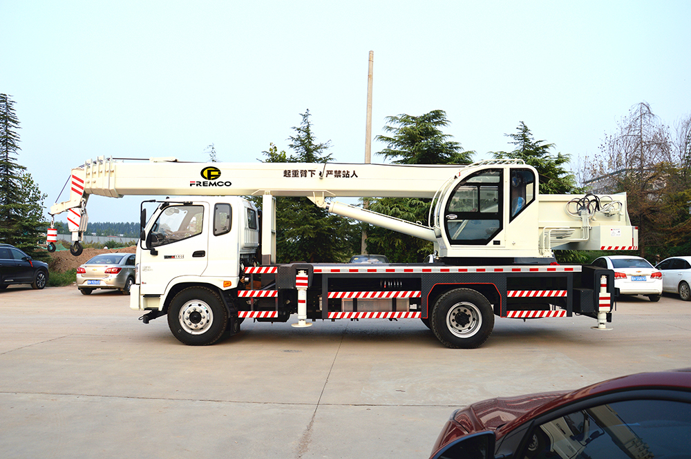 truck crane chassis