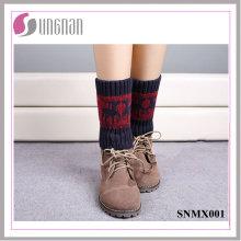 Los calcetines hechos punto de los calcetines de la pierna de los ciervos del color del contraste de la Navidad de Europa 2015
