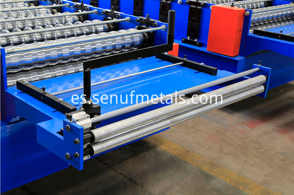Corrugated roof sheet forming machine pre-cut