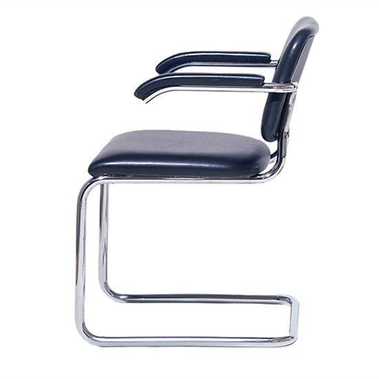 مارسيل بروير كرسي أنبوبي فولاذي Knoll Cesca chair
