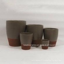 Vase de fleurs en céramique de couleur faite sur commande