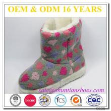 Padrão de coração tricotado com pele falsa alinhado botas de neve indoor criança