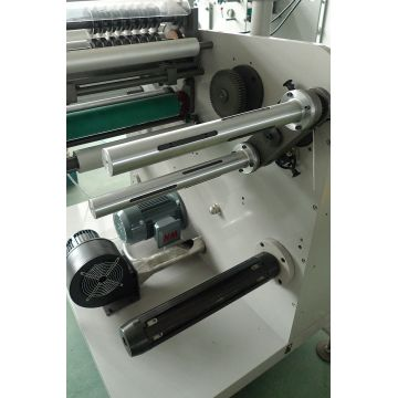Label slitting with turret rewinder