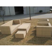 Ensemble de meubles de jardin confortable canapé classique