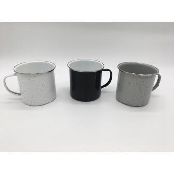 Weiße graue schwarze Kaffeetasse mit gesprenkeltem