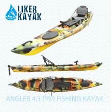 Пластиковые рыболовные лодки сидят на вершине с опциями Motor и Seat