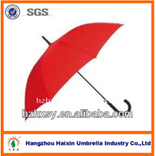 Roten geraden Regenschirm