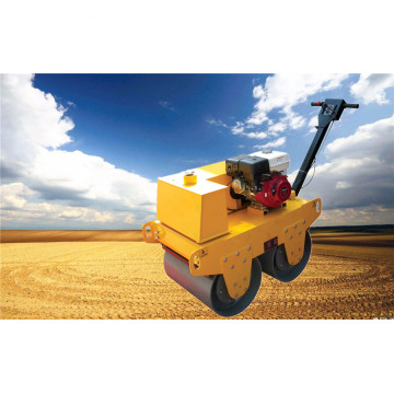Loop achter One Ton Small Road Roller