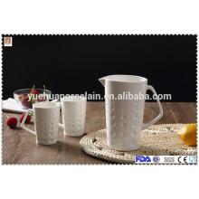 Bouteille d'eau en céramique à chaud avec tasse