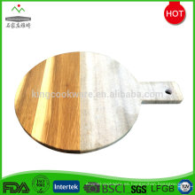 Elegante tabla de madera de acacia.