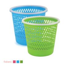 Cubo de basura abierto plástico hueco con el lazo
